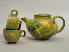 Teapot and tea cups